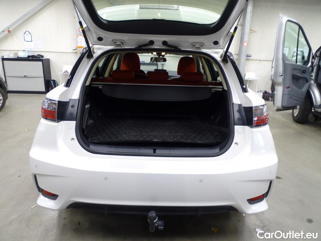 Lexus  CT  #10
